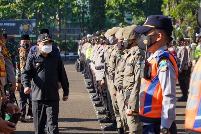 Ket Poto : Bupati Garut H Rudy Gunawan Pimpin Apel Serpas Pengamanan Pilkades Serentak 2021 (Ist)