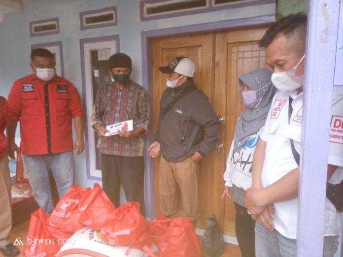 DPC PDI Perjuangan Garut Kunjungi Korban Kebakaran di Desa Karamatwangi Cikajang (Dok-red)