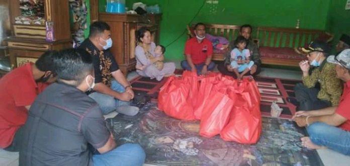 Tiga Anggota DPRD Garut Fraksi PDI Perjuangan Takziah ke Rumah Keluarga Almarhum Kasus Pembunuhan di Kampung Cibingbin, Desa Cirapuhan, Kecamatan Selaawi, Garut (Dok-red)