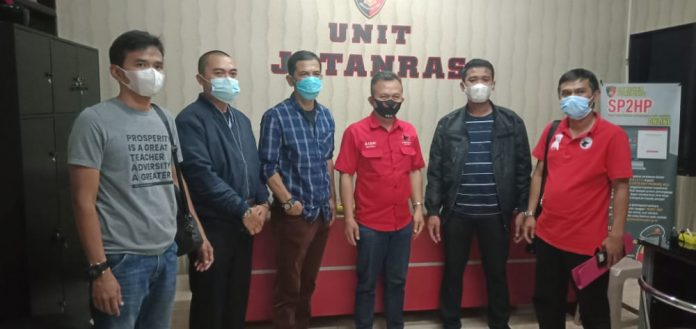 DPC PDI Perjuangan Garut laporkan akun penyebar Hoax ke Polres Garut, Senin (13/09/2021) Malam, (Foto: Dok-red)